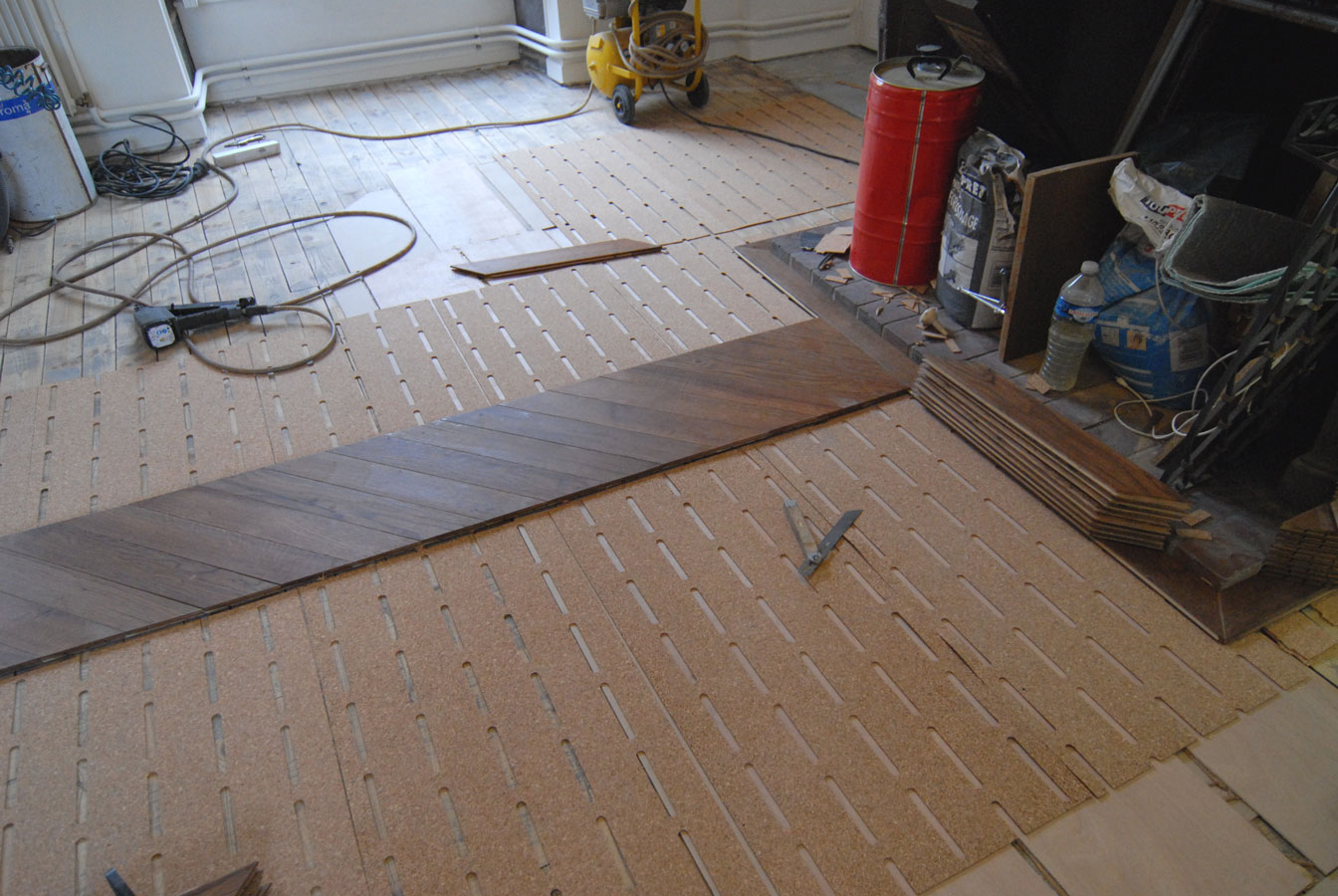 atelier des granges french parquet start installation of the parquet chevron in oak 477. Black Bedroom Furniture Sets. Home Design Ideas