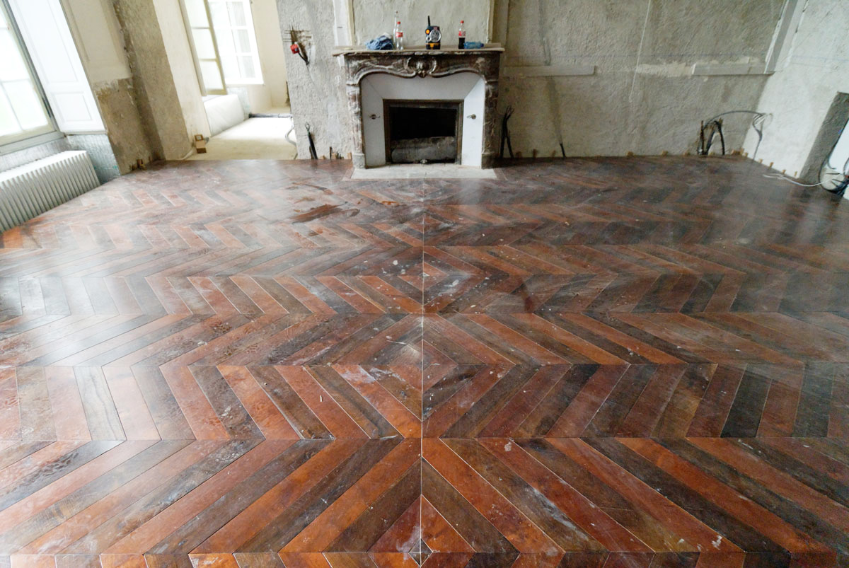 atelier des granges french parquet the installation of the chevron parquet is complete 893. Black Bedroom Furniture Sets. Home Design Ideas