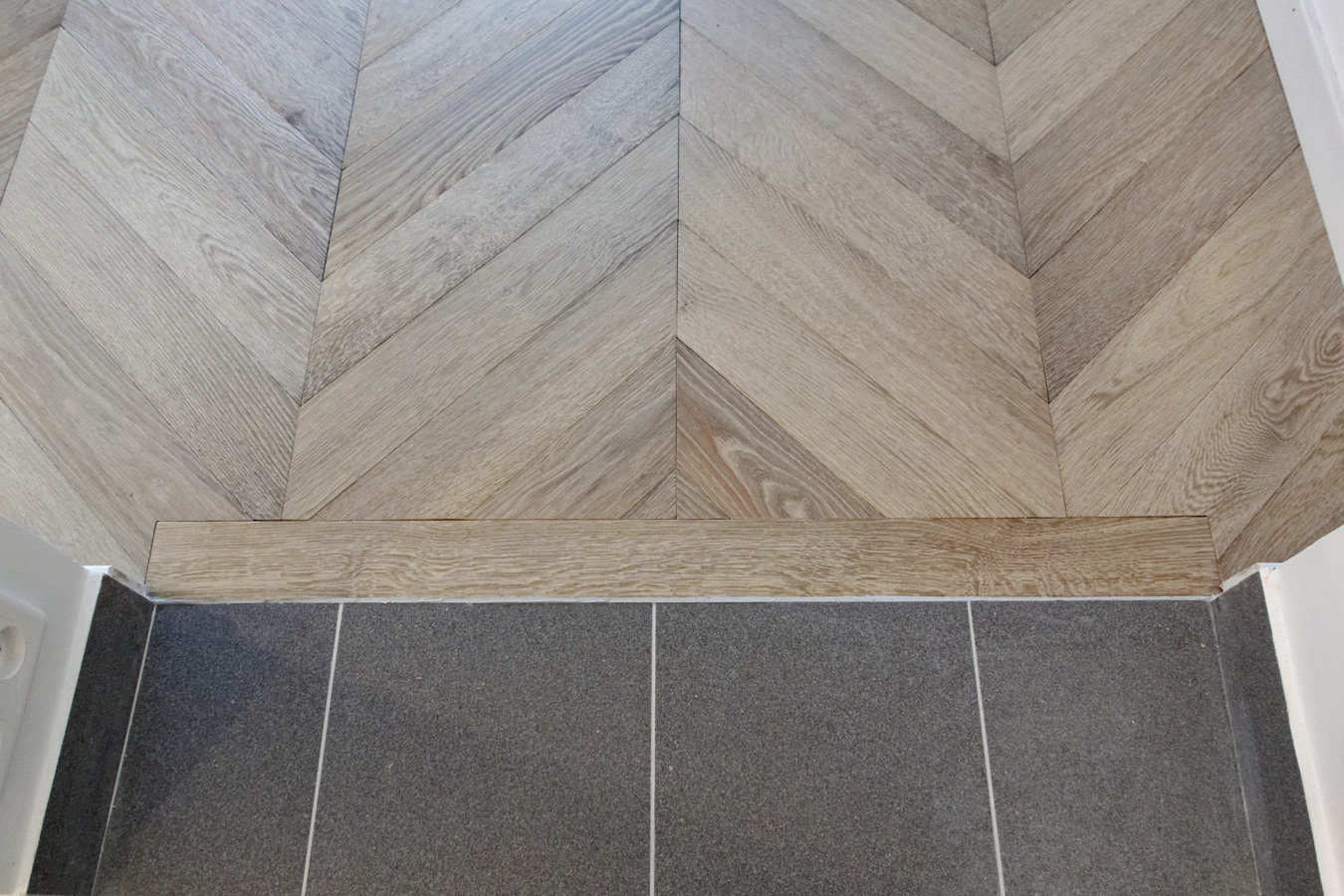 Atelier des granges french parquet connection with for Barre de jonction parquet carrelage
