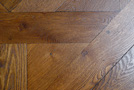 The  aged finishing shows better the light a stupidly sanded parquet
