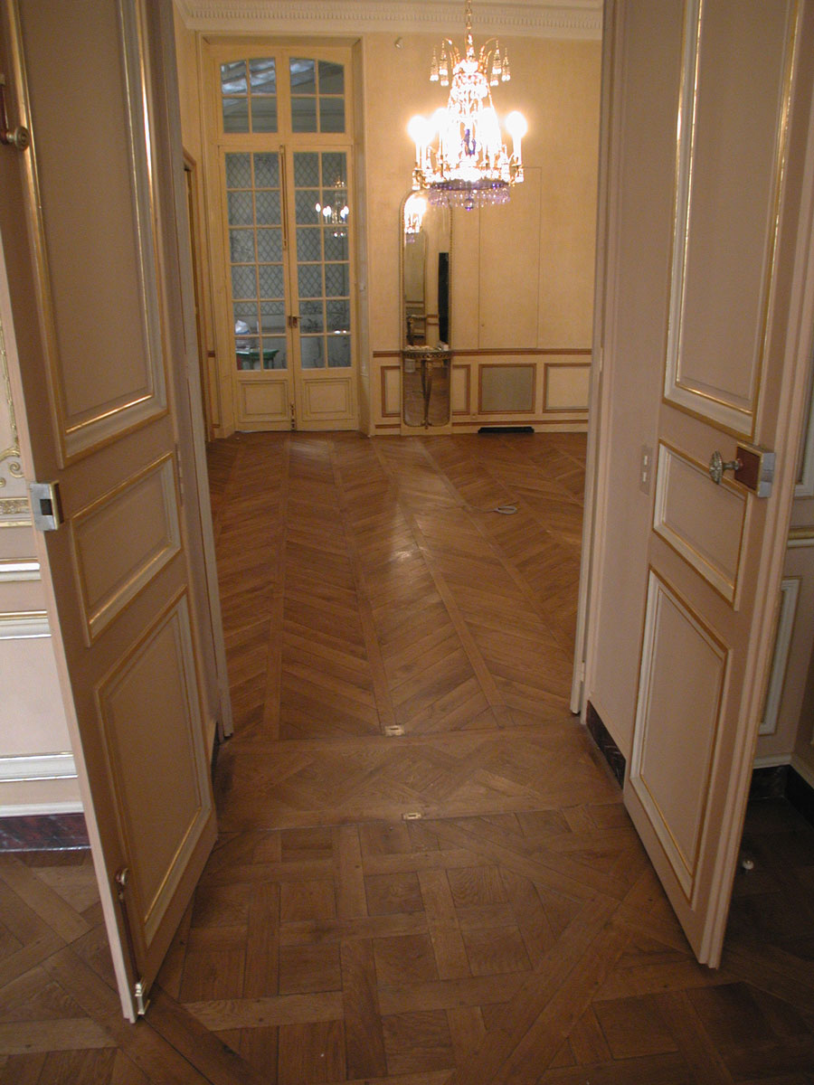 le passage entre panneaux versailles et parquet foug res. Black Bedroom Furniture Sets. Home Design Ideas