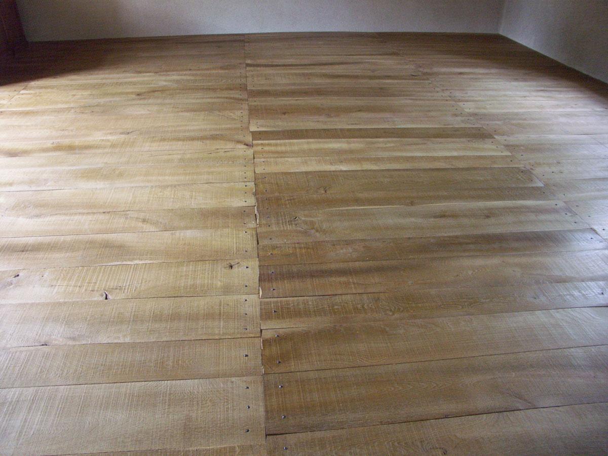 Les trav es de ce planchage l 39 ancienne plancher for Plancher chene massif