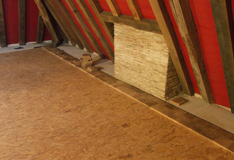 d but de la pose des pav s ch ne parquet pavage en bois debout dans une grande pi ce bien. Black Bedroom Furniture Sets. Home Design Ideas