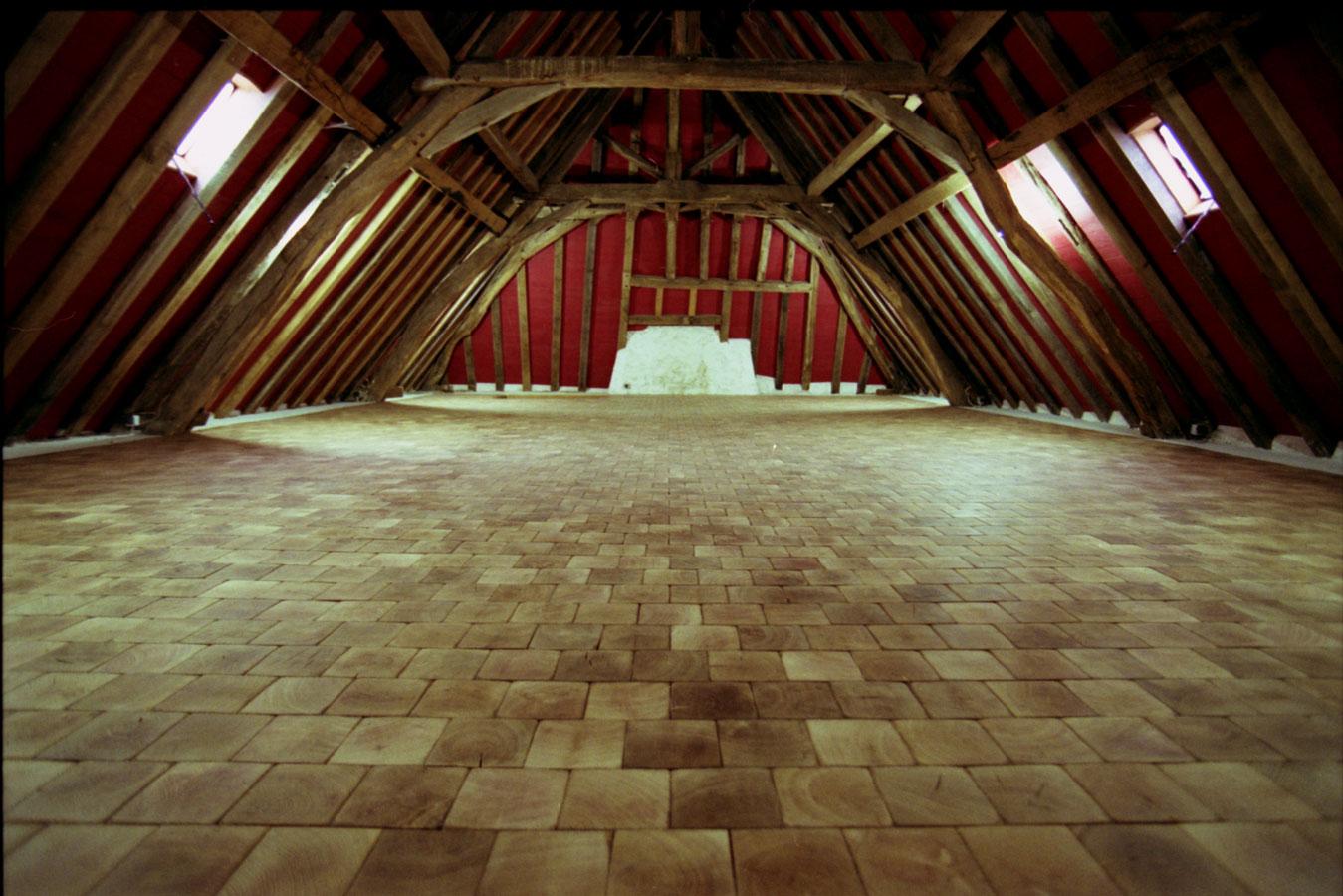 vue g n rale du parquet ch ne en bois debout parquet pavage en bois debout dans une grande. Black Bedroom Furniture Sets. Home Design Ideas