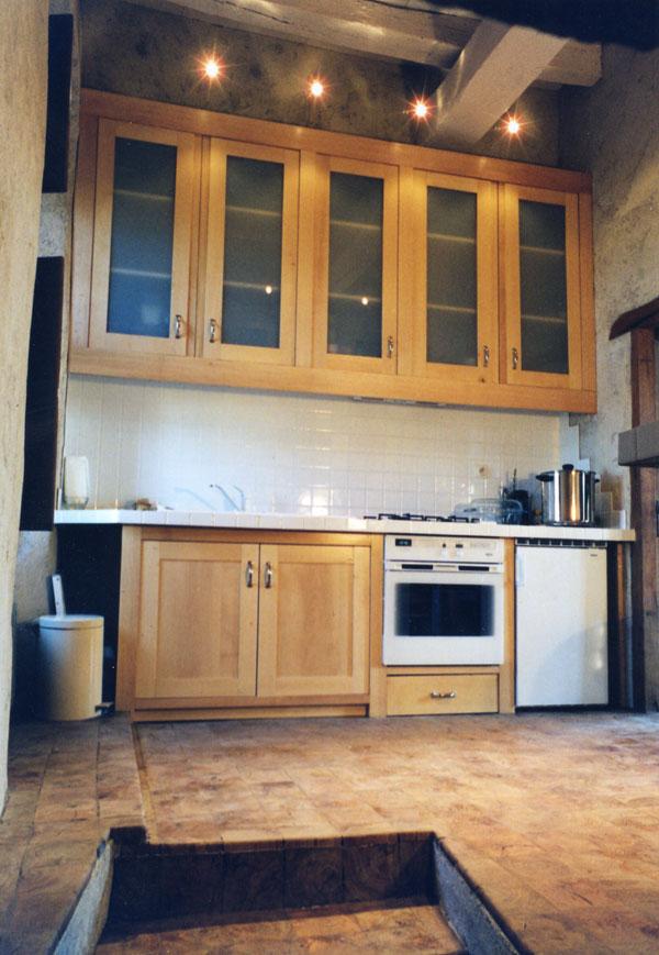 Une bien belle cuisine en parquet pav bois debout le for Parquet flottant dans une cuisine
