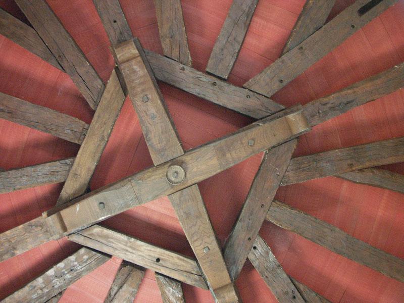 une superbe charpente pour ce plafond ch ne divers plafonds en bois n 228. Black Bedroom Furniture Sets. Home Design Ideas
