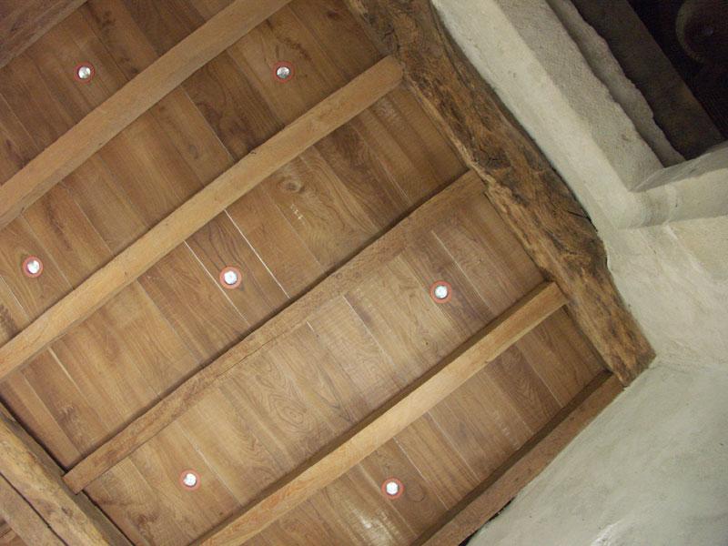 plafond ch ne naturel avec spots int gr s divers plafonds en bois n 230. Black Bedroom Furniture Sets. Home Design Ideas